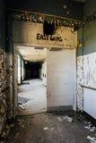 Wing Hallway do leste abandonado - Morris Memorial Hospital para crianças aleijadas - Milton, West Virginia fotografia de stock royalty free