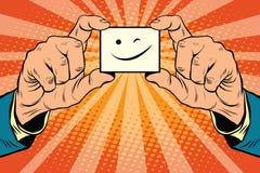 Wink Smiley font face dans des mains Photo libre de droits
