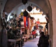 Winkel in den Stra?en des ld Medina in Marrakesch in Marokko stockbilder