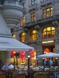 Winkel en koffiescène in Praag Stock Foto's