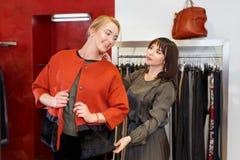 Winkel het hulp kiest helpen kleren royalty-vrije stock afbeeldingen