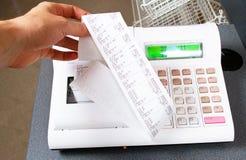 Winkel-medewerker hand het drukken een sleutel Royalty-vrije Stock Afbeelding