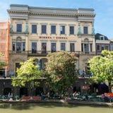 Winkel Samochód dostawczy Sinkel na Oudegracht kanale w Utrecht, holandie obraz royalty free