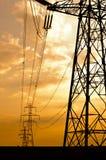 Winkel schoss von den Stromleitungen stockfoto