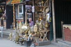 Winkel verkopende samovars royalty-vrije stock fotografie