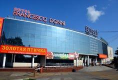 Winkelcentrum in de stad van Khabarovsk, Rusland Stock Fotografie