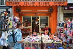 $2 winkelen dichtbij Masjid-Sultan in Singapore Royalty-vrije Stock Afbeelding