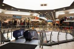 Winkelend centrum (wandelgalerij) Stock Foto's