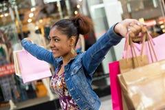 Winkelend meisje Stock Afbeeldingen