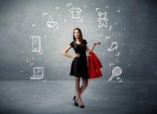 Winkelend wijfje met zakken en getrokken pictogrammen Stock Foto's