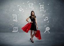Winkelend wijfje met zakken en getrokken pictogrammen Stock Fotografie