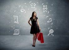 Winkelend wijfje met zakken en getrokken pictogrammen Stock Foto