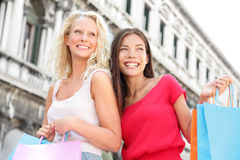 Winkelende meisjes - vrouwenklanten met zakken, Venetië Royalty-vrije Stock Foto