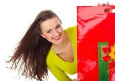 Winkelende mooie vrouw over achtergrond Stock Foto's