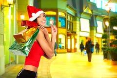 Winkelende smilng vrouw Stock Foto
