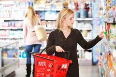 Winkelende Vrouw Stock Afbeelding