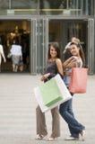 Winkelende vrouwen royalty-vrije stock foto
