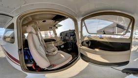 Winkelsicht eines Cessna-Modells 172R Stockfotografie