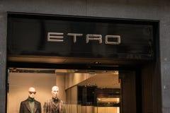 Winkelvenster en ingang van een Etro-winkel in Milaan Royalty-vrije Stock Foto's