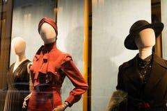 Winkelvenster en ingang van een Gucci-winkel in Milaan Royalty-vrije Stock Afbeelding