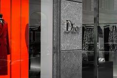 Winkelvenster van een Dior-winkel in Milaan Royalty-vrije Stock Foto