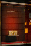 Winkelvenster van een winkel van Dolce & Gabbana-in Milaan Stock Foto's