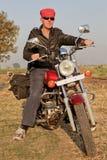Winkliges Portrait des Fahrradmitfahrers in Indien Lizenzfreie Stockbilder