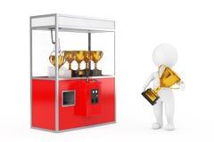 Winnaarpersoon met Gouden Trofeeprijs dichtbij Carnaval Rood Toy Cla Stock Afbeeldingen