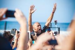 Winnaarsurfer Kelly Slater bij Pijpleiding in Hawaï Royalty-vrije Stock Afbeeldingen