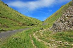 Winnats passerande nära Castleton i Derbyshire Royaltyfria Bilder