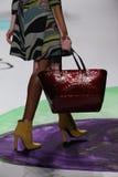 Winnie Harlow går landningsbanan på den Desigual modeshowen under Mercedes-Benz Fashion Week Fall 2015 royaltyfria foton