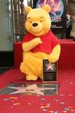 Winnie Pooh bij de ceremonie die het Karakter van Disney met een ster op de Gang Hollywood van Bekendheid eert. De Boulevard van H Stock Foto