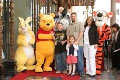 Winnie Pooh e faz uma família da fundação do desejo na cerimónia que honra o caráter de Disney com uma estrela no Hollywood Wal Fotografia de Stock
