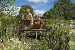 Winnie the Pooh en themed trädgårds- skärm i hemman parkerar, York, royaltyfria foton