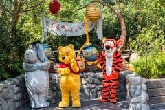 Winnie przy Disneyland w Anaheim & kumpel Pooh, Kalifornia fotografia stock