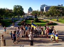 Winnipeg ουκρανικές κοινοτικές συναθροίσεις για το φυλακισμένο παραγωγό ταινιών στοκ φωτογραφία με δικαίωμα ελεύθερης χρήσης