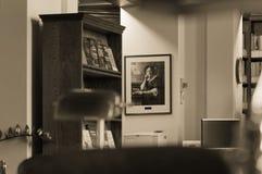 Winnipeg, Manitoba, Καναδάς - 2014-11-21: Μέρος του εσωτερικού της βιβλιοθήκης νομοθετικού σώματος του Manitoba Η βιβλιοθήκη βρίσ Στοκ Εικόνες