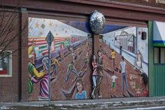 Winnipeg Manitoba, Kanada - 2014-11-24: En konstsammansättning på väggen av st för 351 Langside - hörnet av Portage arkivbilder