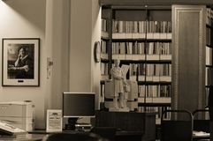 Winnipeg, Manitoba, Kanada - 2014-11-21: Teil des Innenraums der Manitoba-Gesetzgebungsbibliothek Die Bibliothek wird herein loka Lizenzfreie Stockfotos