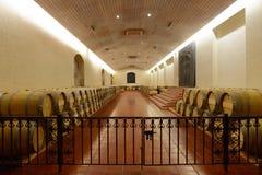 Wino baryłki przy wytwórnii win ` Concho y Tor ` Zdjęcie Stock