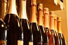 Wino butelki na drewnianej półce Obrazy Royalty Free