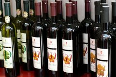 Wino butelki, Posip i Merlot, fotografia royalty free