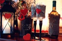 Wino butelki szkła valentine serca świeczka Zdjęcie Royalty Free