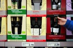 Wino butelki w pudełku zdjęcie royalty free