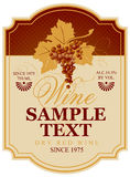 Wino etykietka z wiązką winogrona ilustracji