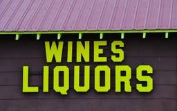 Wino i sklepu monopolowego budynek Zdjęcie Stock