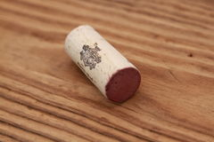 wino korek na drewnianym tle Obraz Royalty Free
