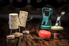 Wino korka postacie, rywalizacja między rozmaitością Zdjęcia Stock