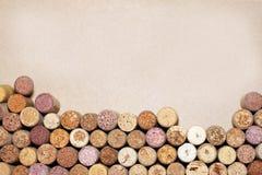 Wino korki na papierowym tle dla twój teksta Obrazy Stock