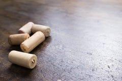 Wino korki na stole Zdjęcie Stock